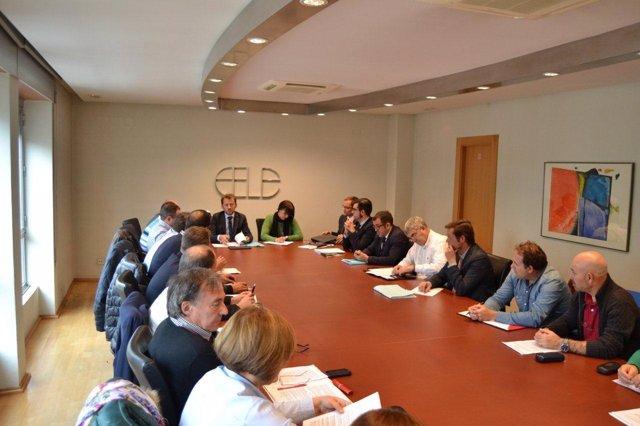 Reunión entre FELE y sindicatos sobre el convenio de transporte urbano