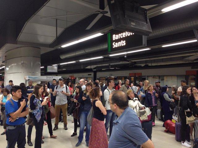Estación de Sants. Andenes. Retraso. Viajeros