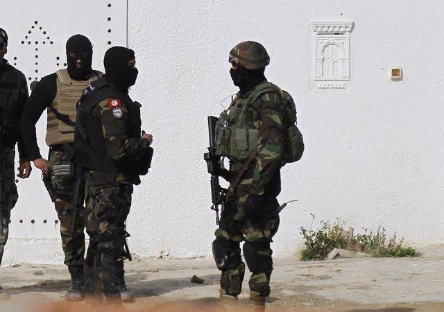 Al menos 7 milicianos y un policía muertos en una operación en Túnez