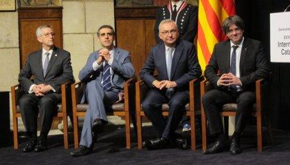 """AMP.- Puigdemont agraeix a Baselga, Massagué i Esteller el seu """"treball silenciós"""" per salvar vides"""
