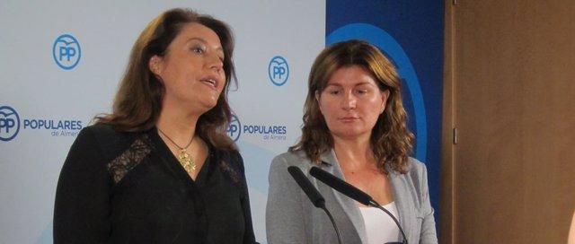 La portavoz del PP-A, Carmen Crespo, junto a la parlamentaria Rosalía Espinosa