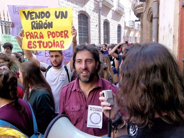 Jesús Rodríguez (Podemos) en la manifestación de estudiantes