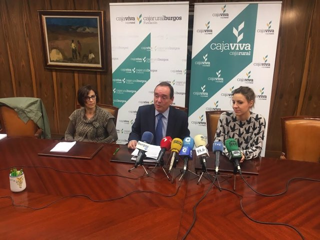 Rosa Sadornil (I), Ramón Sobremonte y Cristina Culebras (D)