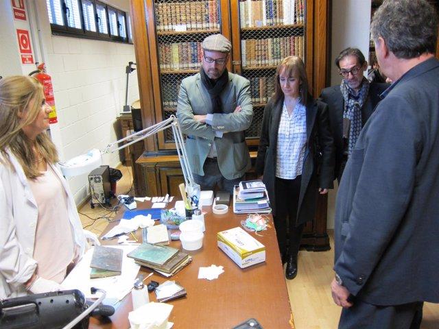 Noriega visita la restauración de la biblioteca histórica del Instituto Xelmírez