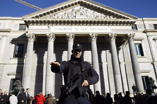 La Policía Nacional frente al Congreso de los Diputados