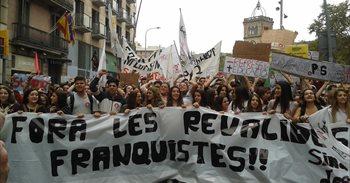 Unos 8.500 estudiantes se manifiestan en Barcelona contra las 'reválidas'