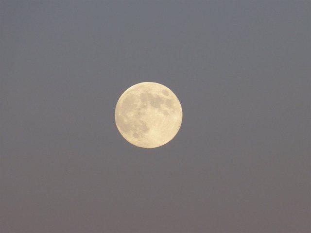 Luna llena, cielo nocturno