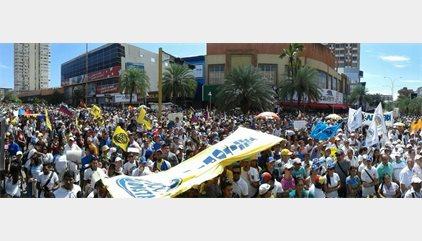 Milers de manifestants secunden la 'Presa de Veneçuela'