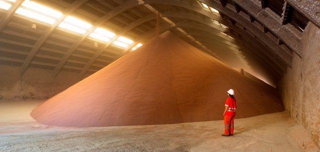 Hangar de potasa de Iberpotash en el Bages