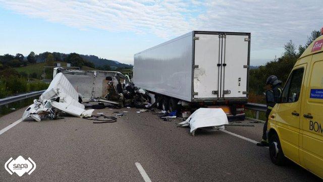 Accidente tráfico en Grado.