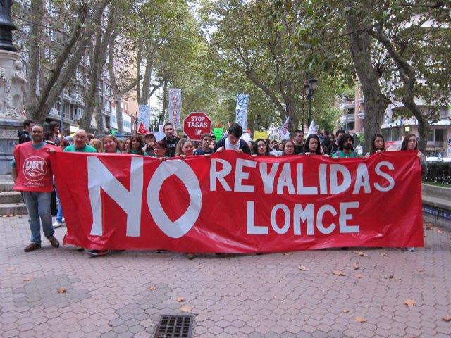 Manifestación contra las reválidas en Santander