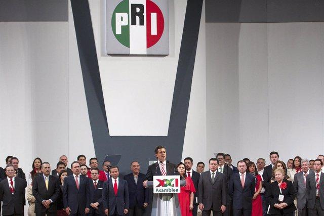 Enrique Peña Nieto durante una asamblea nacional ordinaria del partido.