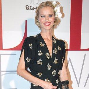 Eva Herzigova recibe un premio por su legendaria belleza en Madrid