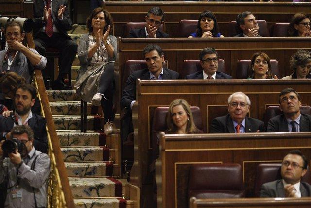 Pedro Sánchez sigue el debate de investidura en el Congreso