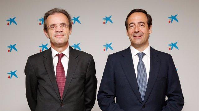 El pte de CaixaBank Jordi Gual y el consejero delegado Gonzalo Gortázar