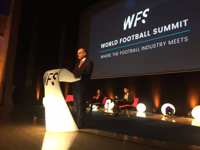 Rafael Van Grieken en el World Football Summit
