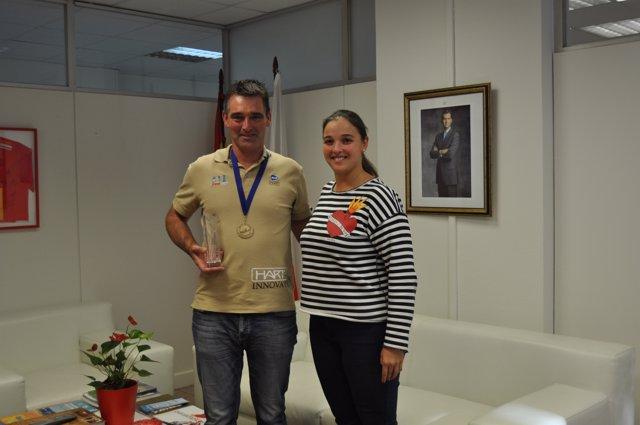 La directora de Deporte con José Antonio Martínez