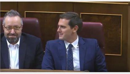 """Rivera llama """"gilipollas"""" a Iglesias en voz baja desde su escaño"""