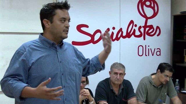 El secretario general del PSOE de Oliva, Carlos Mengual
