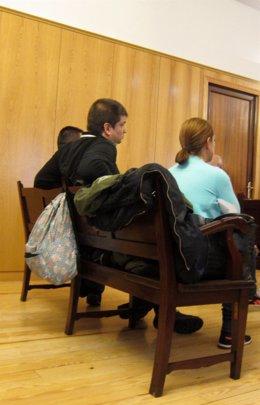 La charlín junto a su esposo, durante la última sesión del juicio en Valladolid.