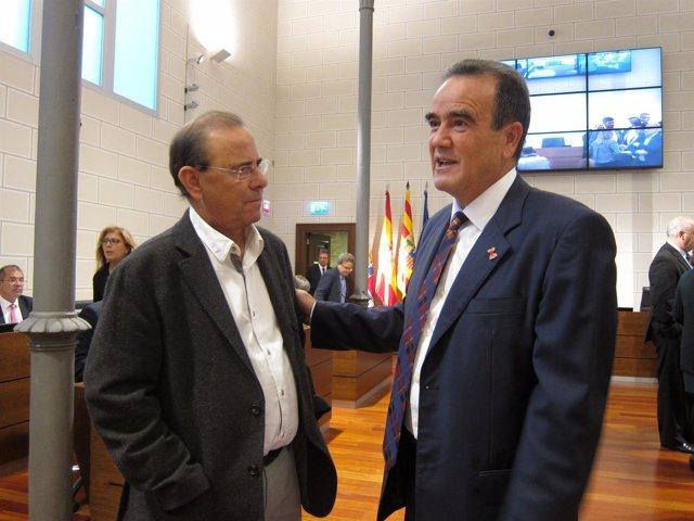 Sánchez Quero (PSOE) habla con Sanmiguel (PAR) antes del pleno de la DPZ