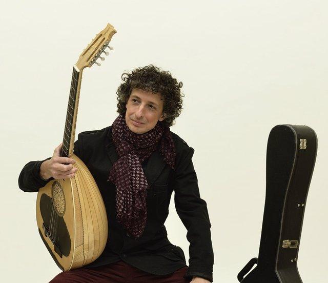 El músico Eduard Iniesta
