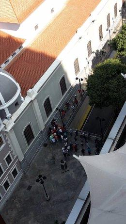 Diputados opositores a la entrada de la Asamblea Nacional de Venezuela