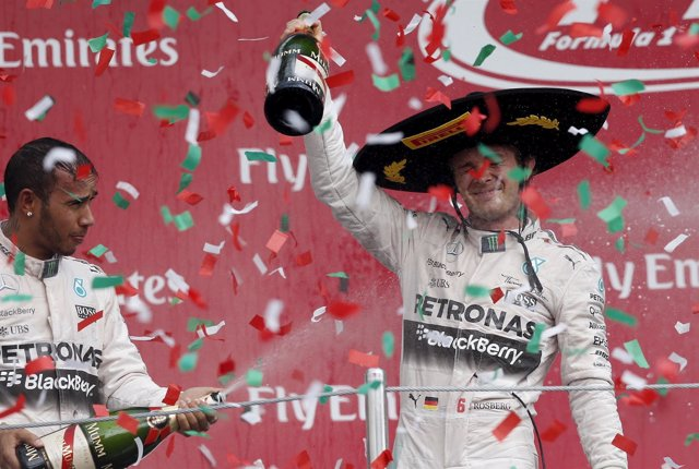 Rosberg se desquita en México y aprovecha el abandono de Vettel