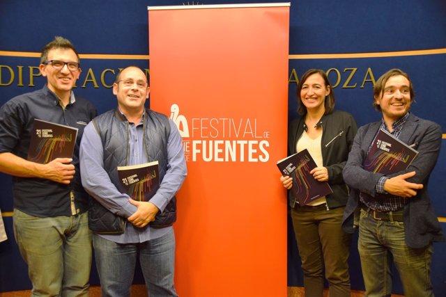 Foto de familia de la organización del Festival con Palacín y Escuín.
