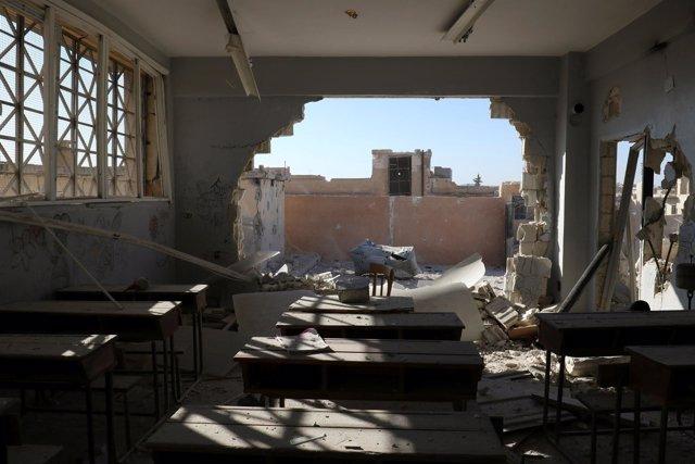 Restos de una escuela atacada en la región siria de Idlib