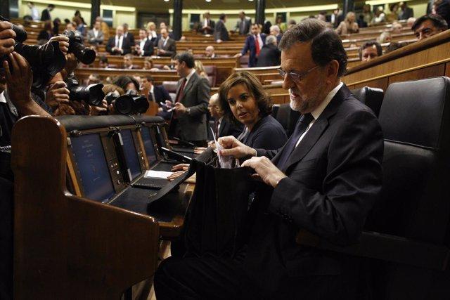 Soraya Sáenz de Santamaría y Mariano Rajoy en el debate de investidura