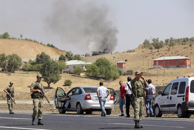 Soldados turcos cortan el tráfico tras un ataque del PKK