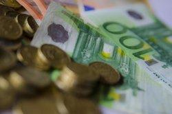 El PIB desaccelera el seu avanç trimestral al 0,7% i retalla la seva taxa anual al 3,2% en el tercer trimestre (EUROPA PRESS)