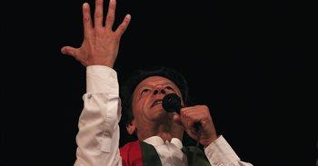 El opositor Imran Jan insta a los paquistaníes a manifestarse para...