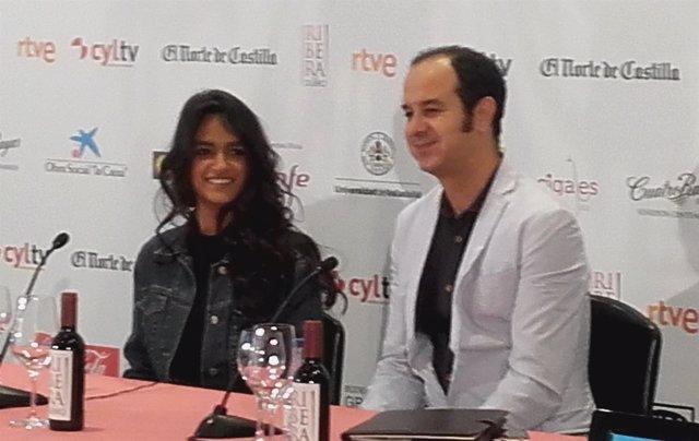 La actriz Lamis Ammar, en rueda de prensa, junto al intérprete