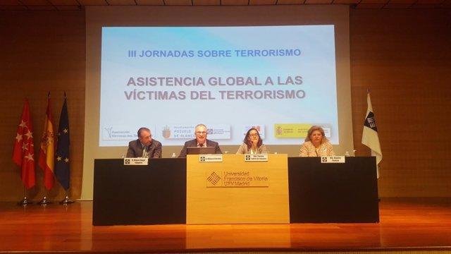 Miembros de la AVT en una jornada de asistencia a las víctimas del terrorismo