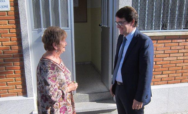 Alfonso Fernández Mañueco, junto a Josefa Mena