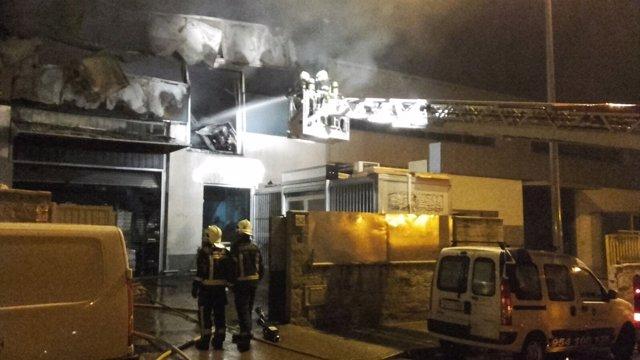 Incendio en una nave industrial de Bollullos de la Mitación