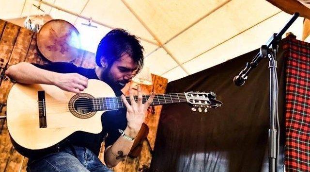 Sergio Bueno, durante un concierto