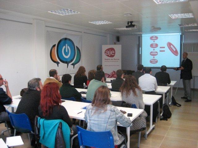 El programa de orientación para emprendedores 'Murcia Empresa'