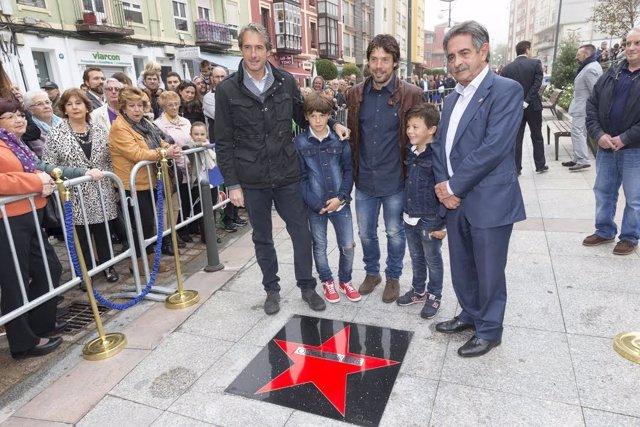 Óscar Freire descubre su estrella de la fama en Tetuán