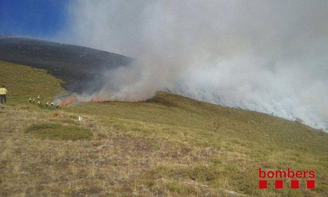 Incendio en La Guingueta d'Àneu (Lleida)