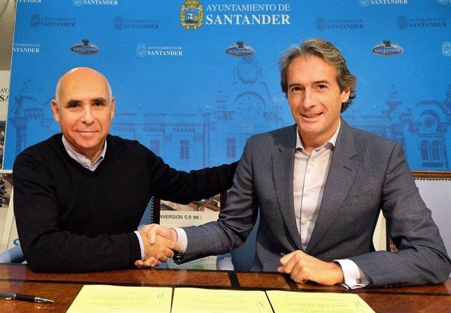 El presidente del Racing, Manuel Higuera, y el alcalde, Iñigo de la Serna