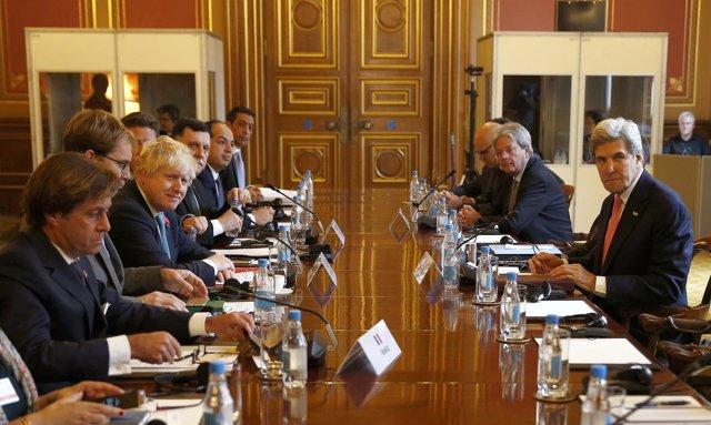 Kerry, Johnson y Gentolini reunidos en Londres