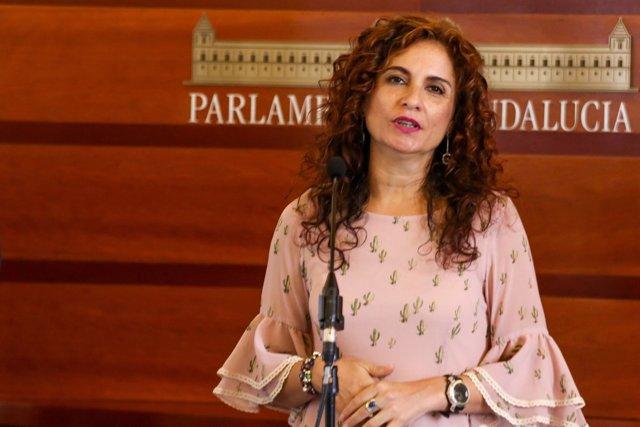 María Jesús Montero, consejera de Hacienda, en rueda de prensa en el Parlamento