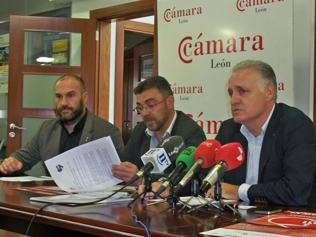 Manolo Martínez junto a Pedro Llamas y Javier Menéndez.