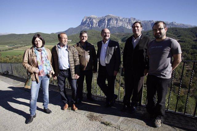 Lambán en su visita a El Pueyo de Araguás (Huesca)