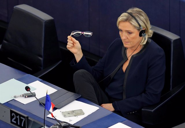 La líder del Frente Nacional, Marine Le Pen, en la Eurocámara