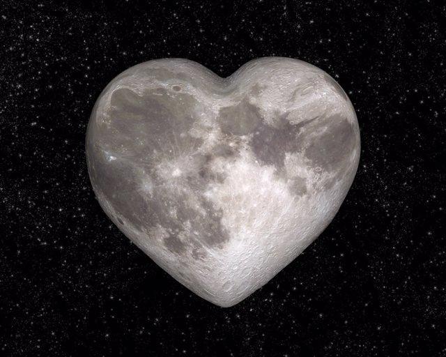Luna en forma de corazón