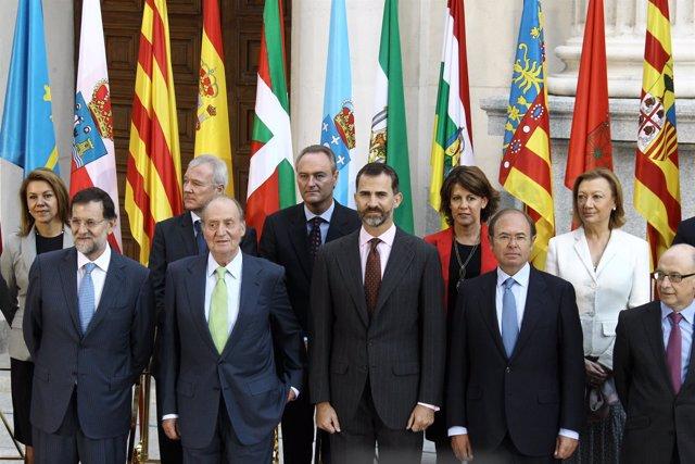 Rajoy y príncipes de asturias en conferencia de presidentes